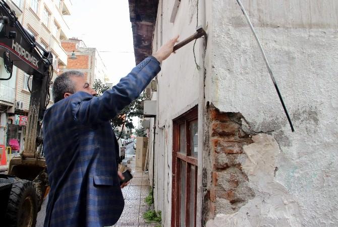 60 Yıllık Metruk Bina Belediye Tarafından Yıkıldı