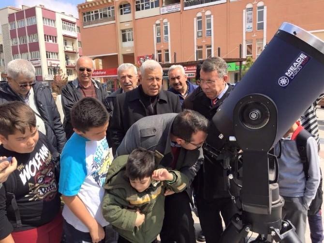 Karaman'da Vatandaşlar Güneş Tutulmasını İzledi