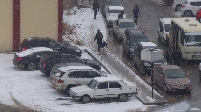 Kars'ta Mart Karı Yağdı
