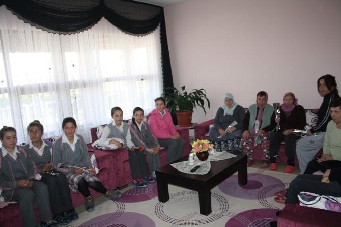 Öğrencilerden Rehabilitasyon Merkezine Ziyaret