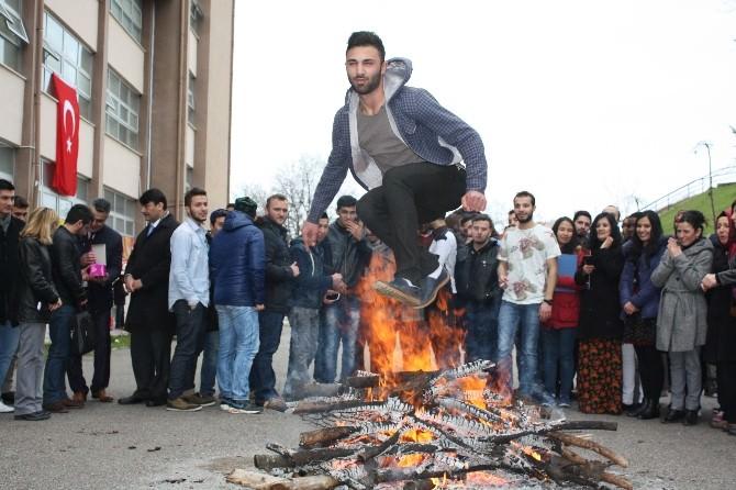 Uluslararası Öğrencilerden Renkli Nevruz Kutlaması