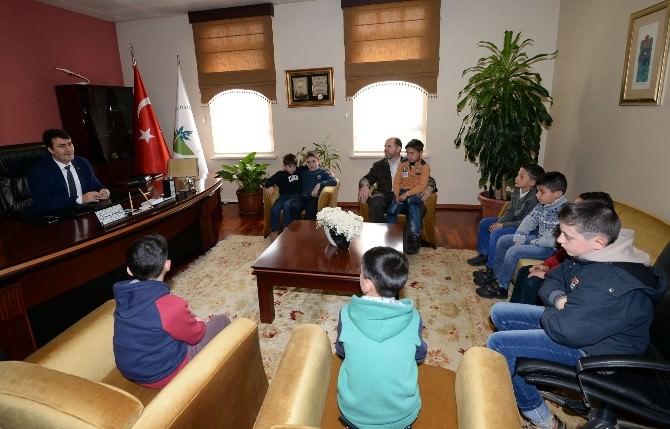 Suriyeli Yetim Çocuklardan Başkan Dündar'a Ziyaret