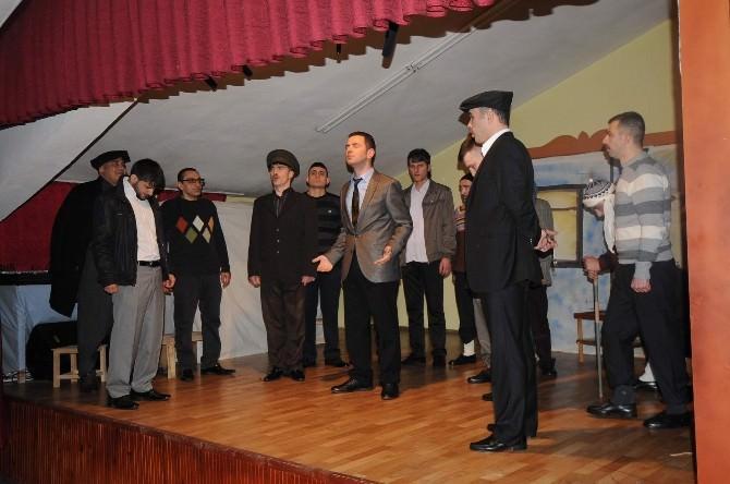 Hükümlü Ve Tutuklulardan Tiyatro Gösterisi