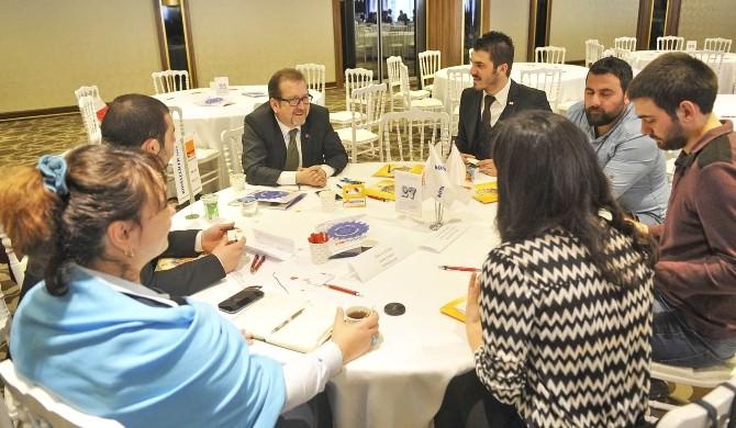 Gençler İş Dünyasıyla Aynı Masada Buluştu
