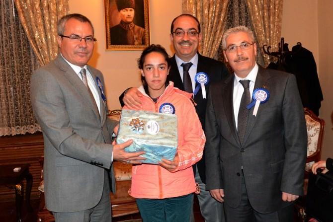 Vergi Haftası Yarışmalarında Dereceye Giren Öğrencilere Ödülleri Verildi