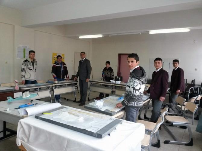 Yavuzeli Şehit Ali Çiftçi Çok Lisesi Öğrencilerine Model Uçak Eğitimi