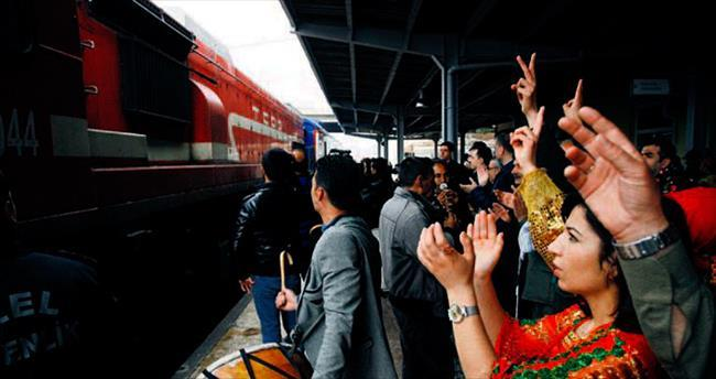 Barış Treni son durak Diyarbakır'a ulaştı