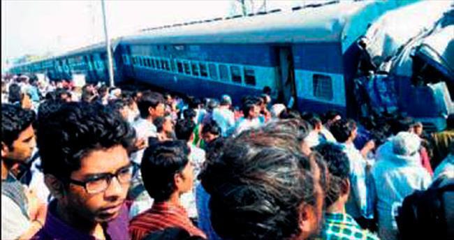 Hindistan'da tren raydan çıktı: 32 ölü