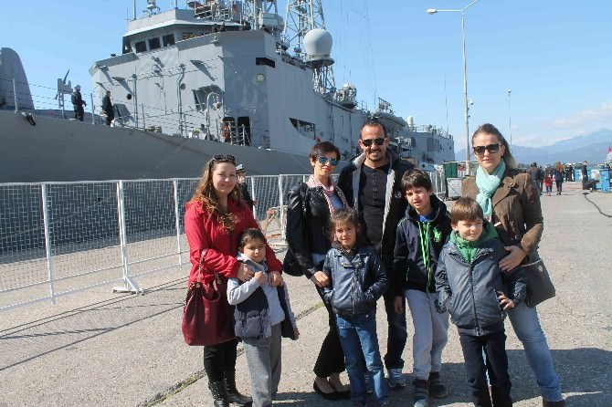 Askeri Gemiler Vatandaşların Ziyaretine Açıldı