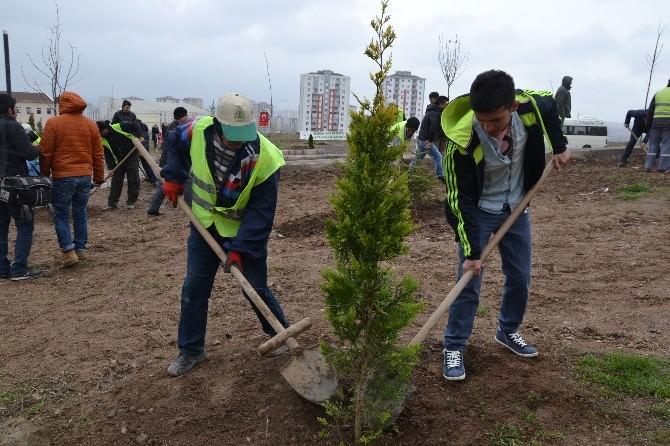 ERÜ'ye 'Daha Yeşil Kampüs' İçin 100 Fidan Dikildi