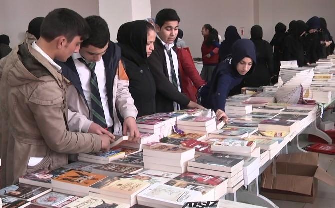 Arnavutköy'de Kitap Fuarı