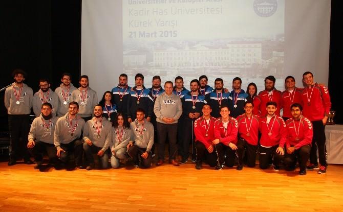 Haliç'te Kürek Yarışlarının Galibi Kadir HAS Üniversitesi