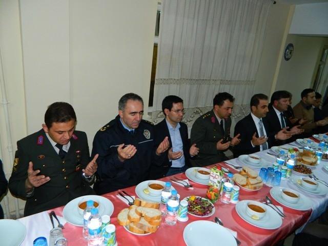 Posof Kaymakamı Alibeyoğlu, Şehit Ve Gazi Aileleriyle Yemekte Buluştu