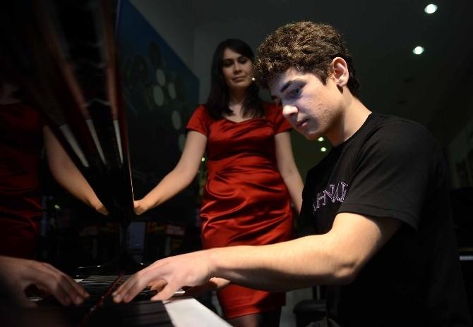 Dahi Piyanist Büyükşehir'de