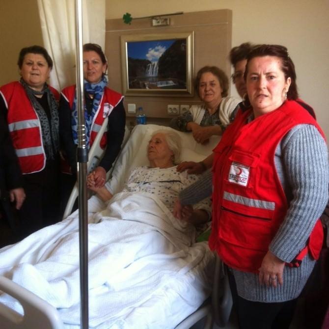 Urla Kızılay Şubesi Üyeleri Yaşlıları Unutmadı