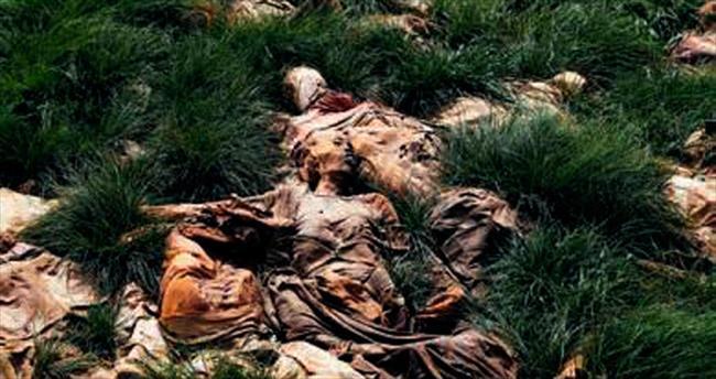 Toplu mezardan 100 ceset çıktı