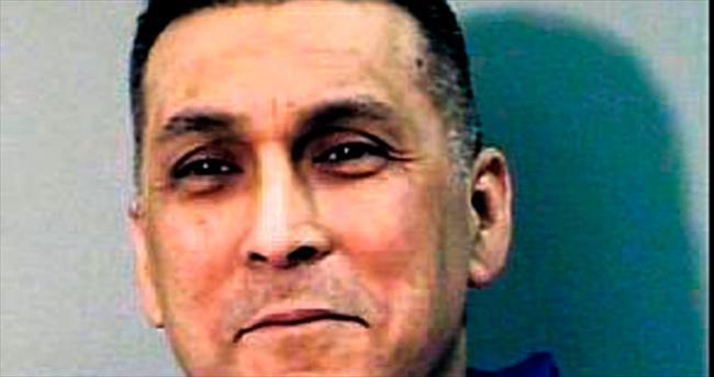 Polis, mafya liderini sahte belgeyle gezdirdi
