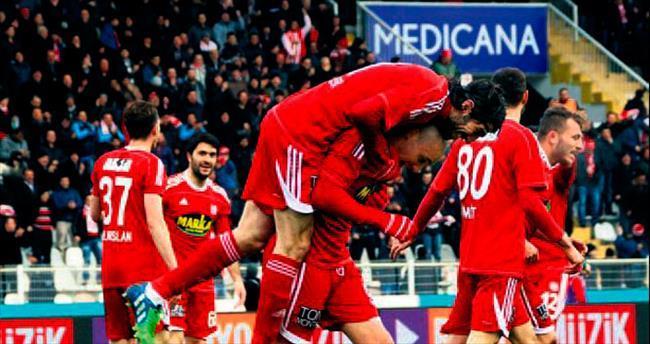 Sivasspor dört köşe