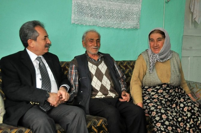 Başkan Akkaya Yaşlıları Evlerinde Ziyaret Etti