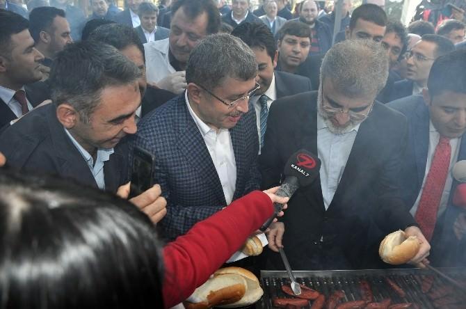 Üsküdar'da Düzenlenen 'Sucuk Festivali'nde Binlerce Kişiye Sucuk Dağıtıldı