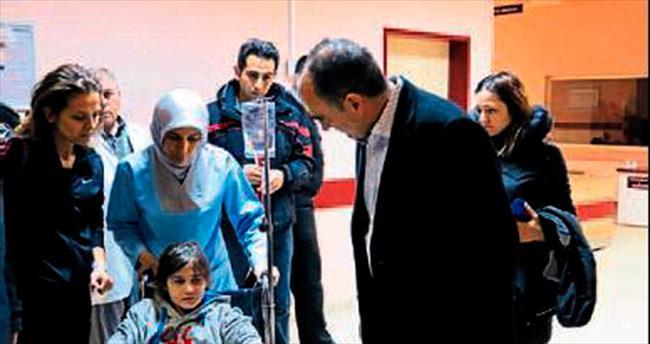 Vali Özkan yaralı öğrencilerin yanında