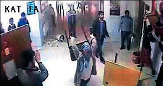 Dayak iddiası okul bastırdı