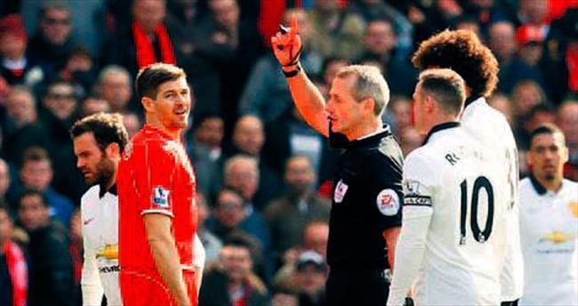Steven Gerrard birine bakıp çıktı!