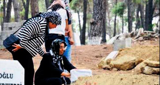 Mezarı başında gözyaşı döktüğü kızının katili çıktı