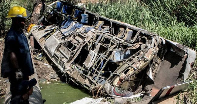 Otobüs dereye uçtu : 11 ölü, 36 yaralı