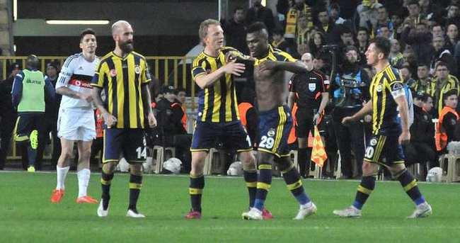Emenike İstanbul'dan ayrıldı
