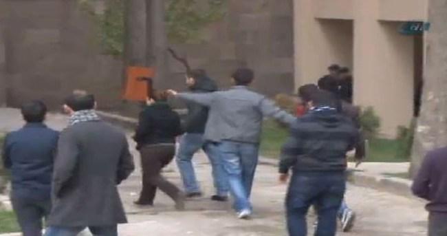 Ankara Üniversitesi'nde taşlı-sopalı kavga