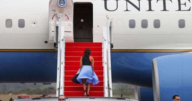 Michelle Obama rüzgarın kurbanı oldu