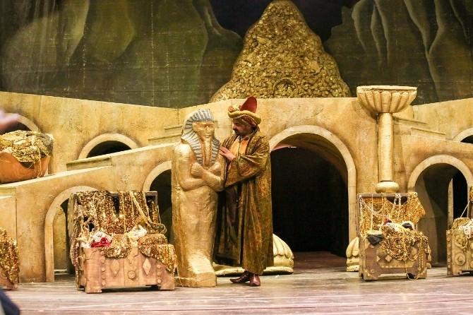 """""""Ali Baba 40"""" Operası Antalya Sahnesinde"""