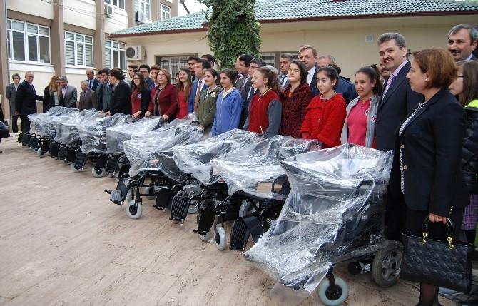 Aydınlı Öğrencilerden Yaşlılara 10 Adet Tekerlikli Sandalye