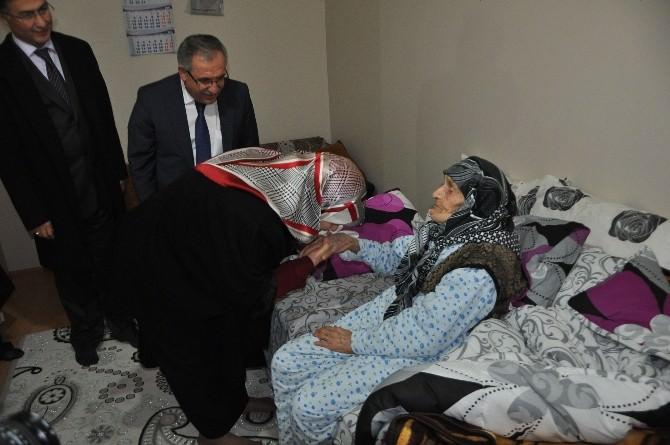 Vali Nayir Eşi İle Birlikte 104 Yaşındaki Arzu Nineyi Ziyaret Etti