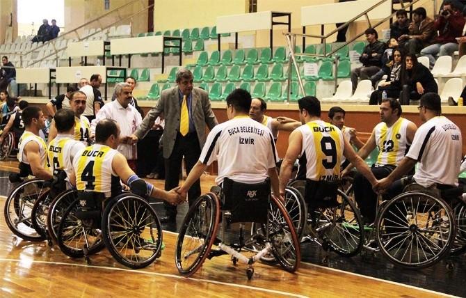 Buca Belediye Spor, Derbiden 100'ünün Akıyla Çıktı
