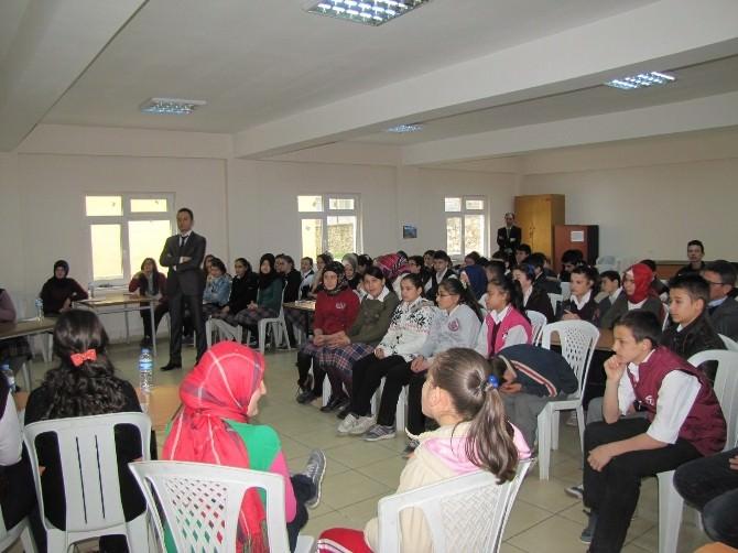 Cumhuriyet Ortaokulu'nda Münazara