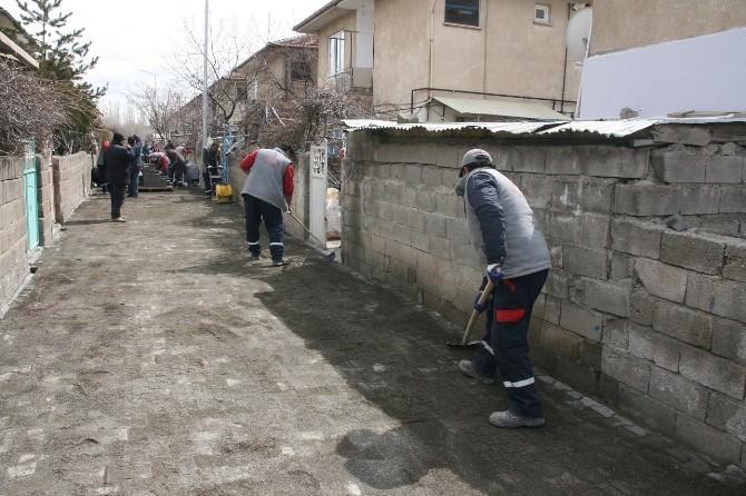 İzzet Paşa Mahallesinde Yol Kaplamaları Yenileniyor