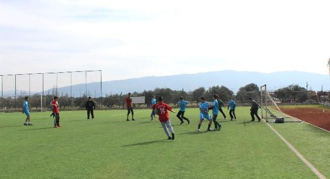 Liseli Gençler Futbol Turnuvasıyla Kaynaştı