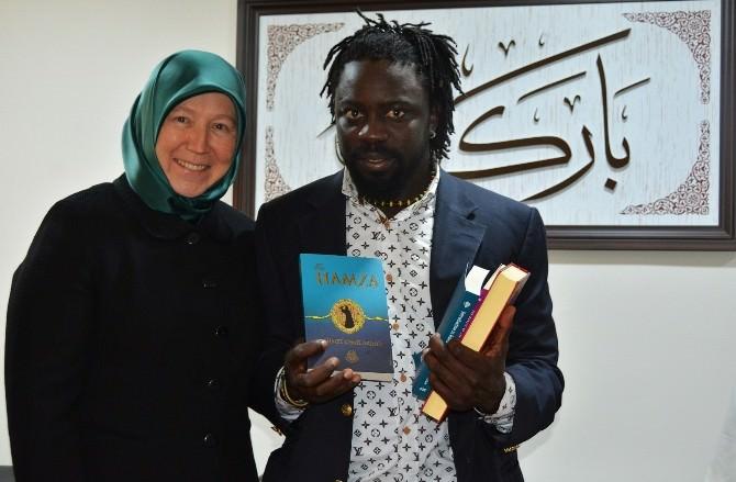 Dini Kitaptan Etkilenip Müslüman Oldu