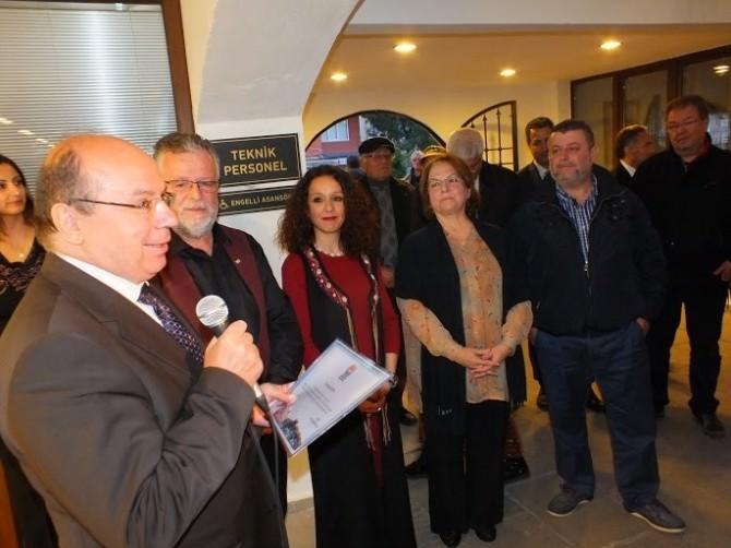 Marmaris'te Gazeteci Sarıipek Sergi Açtı