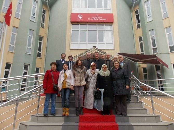 Şehit Ailelerinden 75 Yıl Huzurevi'ne Ziyaret