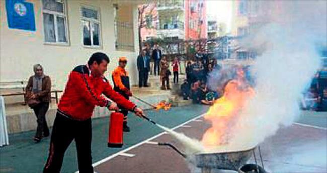 Öğrencilere yangın söndürme eğitimi