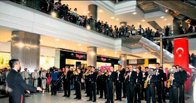 Askeri bandodan '100. Yıl' konseri