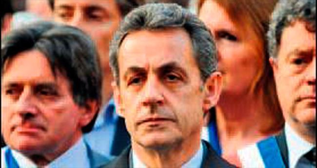 Sarkozy güçlenerek döndü