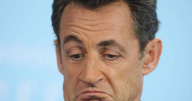 Sarkozy yine siyaset sahnesinde