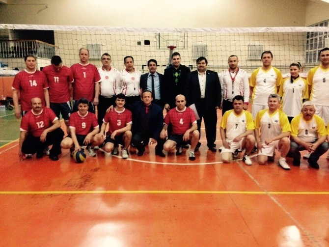 Afyonkarahisar Öğretmenevi'nde Voleybol Turnuvası Başladı