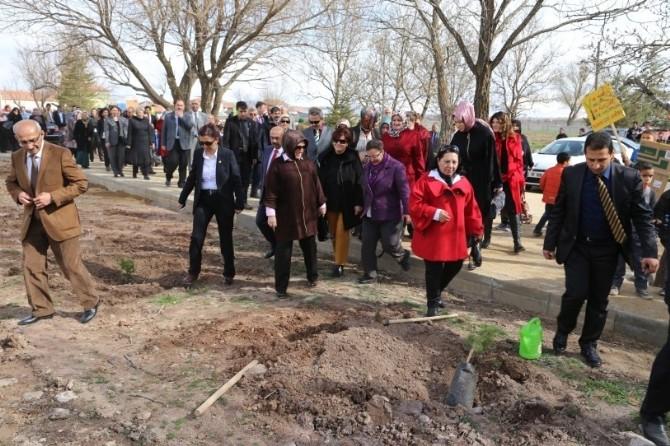Aksaray'da 130 Fidan Toprakla Buluşturuldu