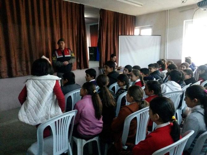 Jandarmadan Öğrencilere 'Güvenli İnternet' Dersi