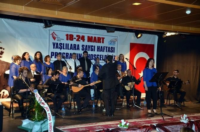Aydın'da Yaşlılar Korosu Yaşıtlarını Eğlendirdi